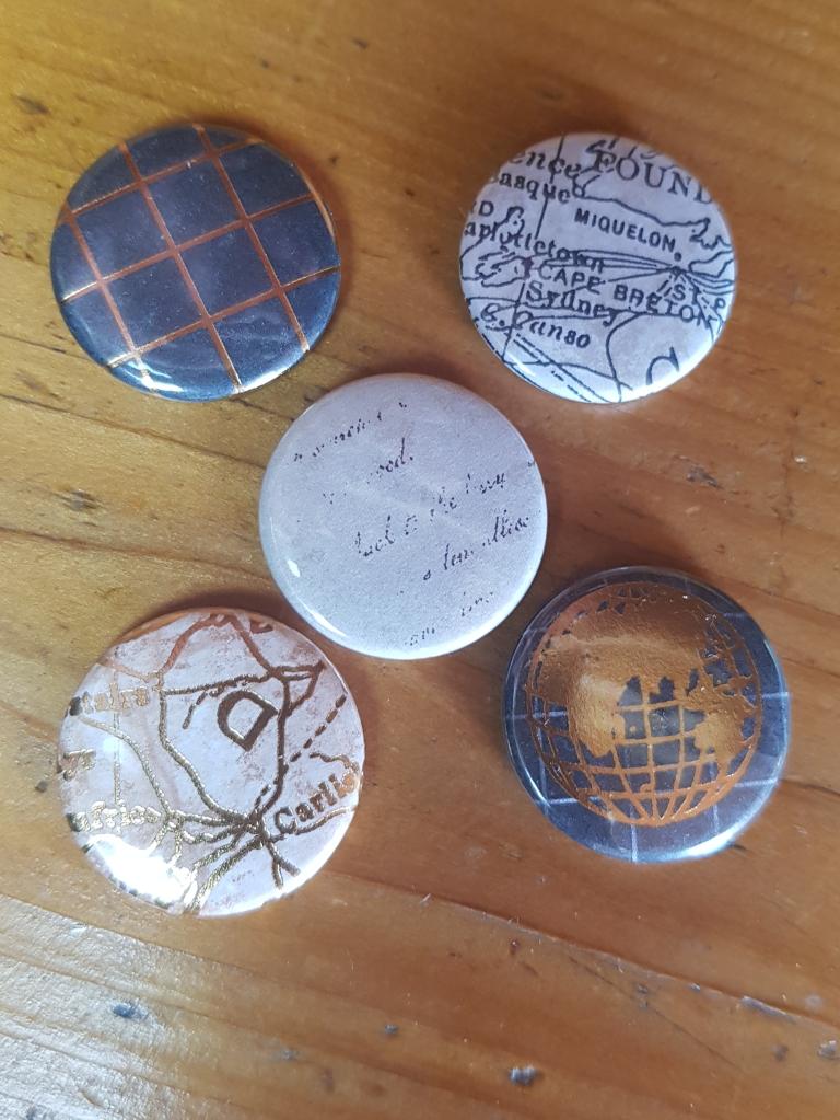 5 Buttons aus dem Designerpapier Welt der Abenteuer 4,90 Euro